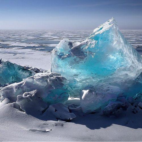 Afbeelding van Natuurramp afgewend: grote ijsberg breekt in stukken